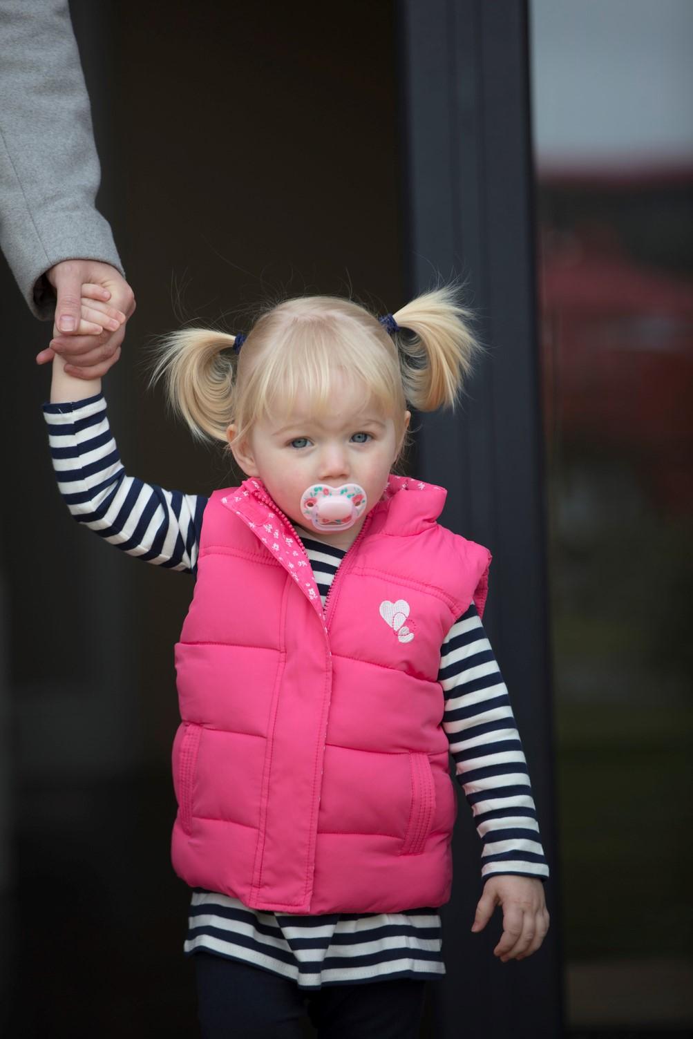 Ty ngậm cho bé Tommee Tippee Little London 6-18 tháng (vỉ 2 cái) - Hồng/Đỏ