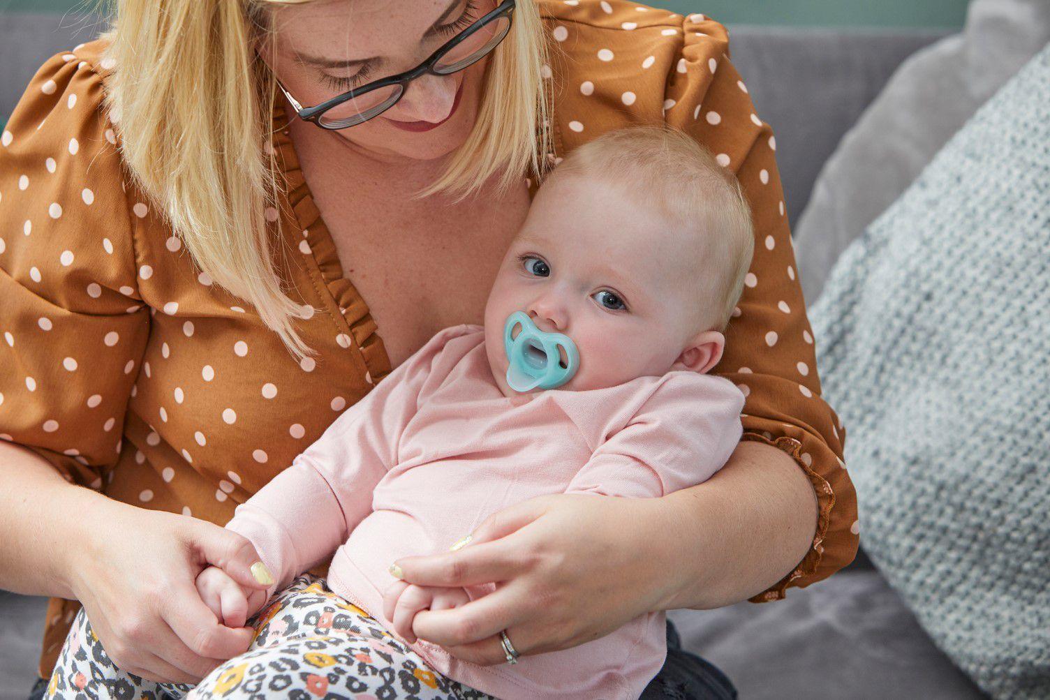 Ty ngậm silicon siêu nhẹ cho bé Tommee Tippee 0-6 tháng (vỉ 1 cái) - Xanh ngọc